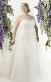Sweetheart A-line Lace Appliqued Wedding Dress With Court Train And lace up