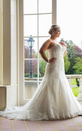 Sweetheart Lace Tulle plus size wedding dress With Sweep Train And Corset Back