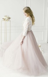 Adorable Lace V-neck 3/4 Sleeve Tulle Wedding Dress
