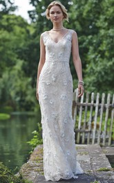 Sheath V-neck Sleeveless Lace Wedding Dress With flowers