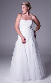 plus size A-line Strapless Wedding Dress With Appliques And Corset Back