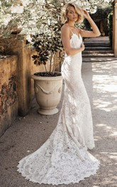Simple Trumpt Sleeveless Spaghetti Straps Lace Bridal Gown With Court Train