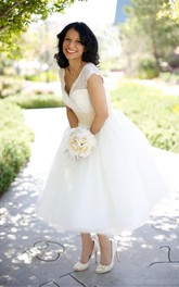 V-neck Lace Tulle Cap Short Sleeve Wedding Dress