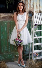 short Sleeveless A-line Tulle Wedding Dress With Appliques And Low-V Back