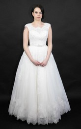Hole Princess-Inspire Intricate Stunning Wedding Lace Dress