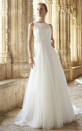 Jewel-Neck Sleeveless Tulle Wedding Dress With Appliques And Court Train