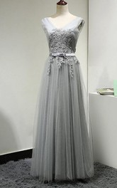 V-neck Sleeveless Tulle Pleated Bridesmaid Dress With Appliques