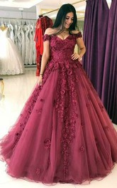 Off-the-shoulder Tulle Sleeveless Floor-length Brush Train Ball Gown Prom Dress with Petals