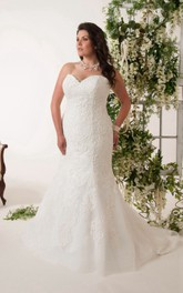 Sweetheart Mermaid Lace Appliqued plus size wedding dress With Sweep Train