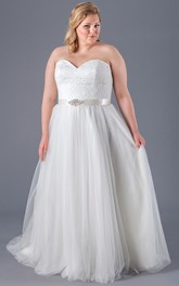 Sweetheart plus size Tulle Wedding Dress With Appliqued top