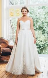 Sweetheart A-line Appliqued plus size wedding dress