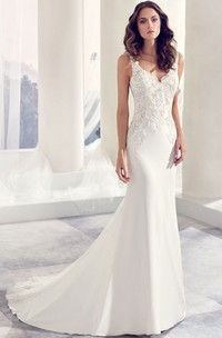 V-neck Sleeveless Jersey Wedding Dress With floral Appliques And Court Train