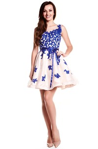 Scoop-Neck Short Appliqued Organza Prom Dress With Ribbon And Illusion