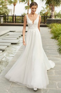 Sexy Sleeveless Plunging Neckline A-line Lace Tulle Wedding Dress With Cathedral Train
