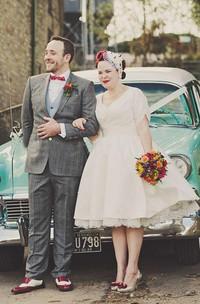 V-neck Satin Lace T-shirt Short Sleeve Wedding Gown