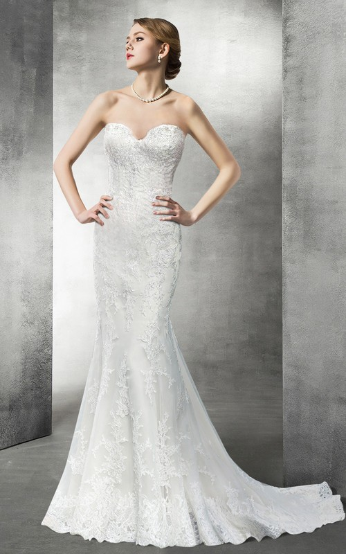 Sweetheart Sheath Lace Appliqued Wedding Dress With Sweep Train And Backless design