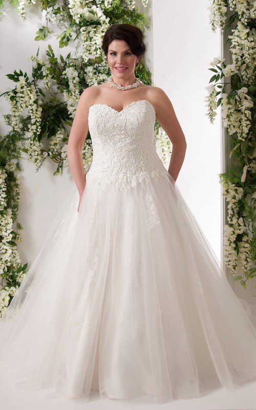 Sweetheart A-line Tulle Ball Gown Appliqued plus size wedding dress With Corset Back