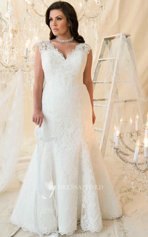 Cap-sleeve V-neck Lace Appliqued Sheath Dress With Court Train