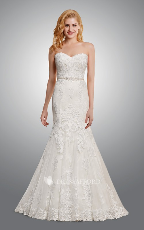 Sweetheart Trumpet Silhouette Lace Wedding Dress With Appliques And Sweep Train
