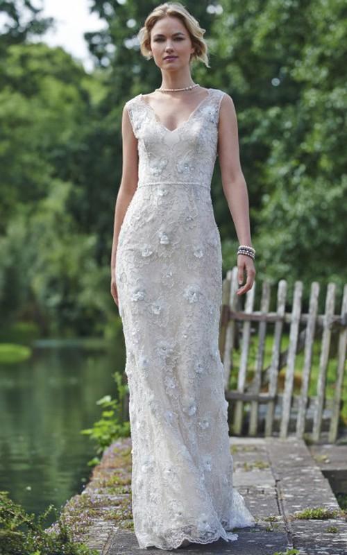 Sheath V-neck Sleeveless Lace Wedding Dress With flowers