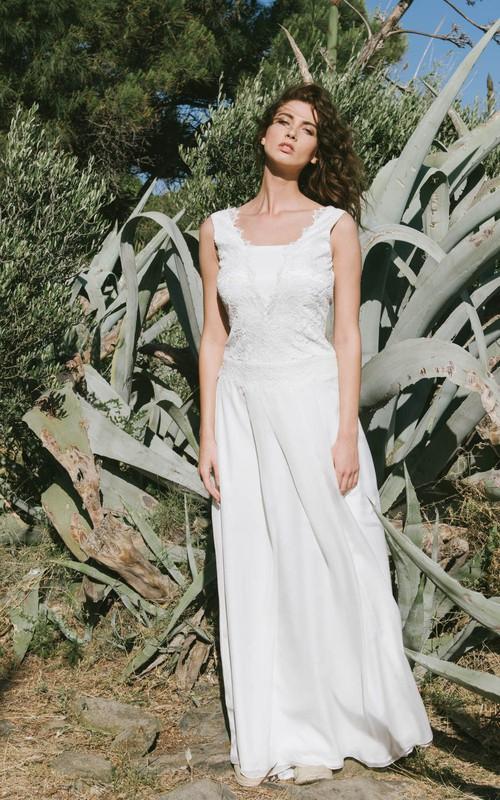 Chic Sleeveless Wedding Dress With Deep-V Back