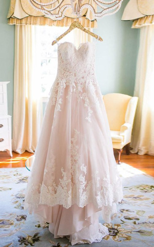 Sweetheart Lace Tulle  Sleeveless Wedding Gown
