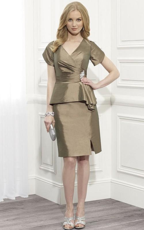 V-neck Short Sleeve midi Dress With Split Front And Peplum